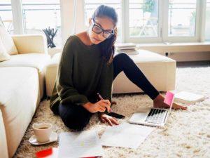 Mujer estudiando inglés