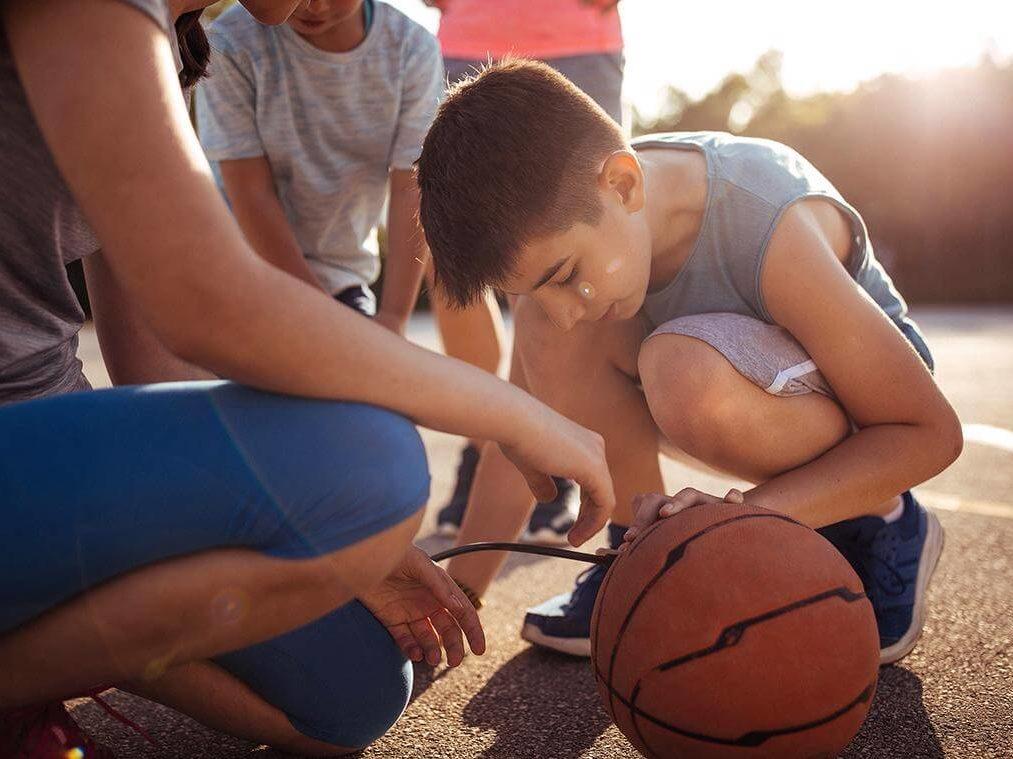 Estudiante jugador de baloncesto